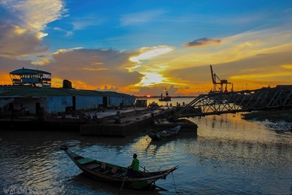 Sunset in Yangon River - Yangon Day Tour