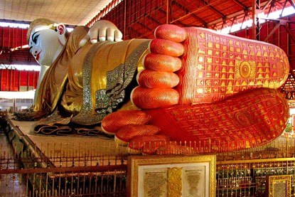The giant reclining Buddha at Chaukhtatgyi - Myanmar day tour